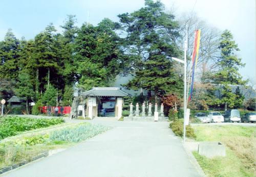 山門より眺める福應寺